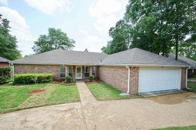 Clinton Single Family Home For Sale: 701 Winding Hills Dr
