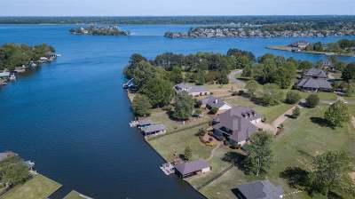 Madison Single Family Home For Sale: 132 Savannah Bend