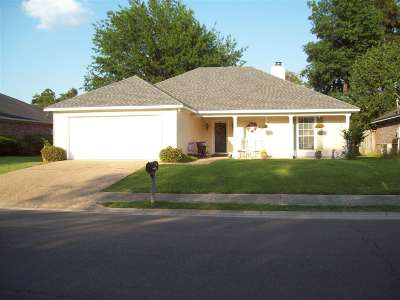 Brandon Single Family Home Contingent/Pending: 601 Acorn Ln
