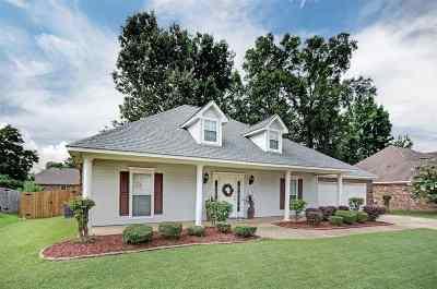 Byram Single Family Home For Sale: 475 Huntington Dr