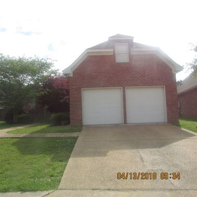 Single Family Home For Sale: 702 Chambord Dr