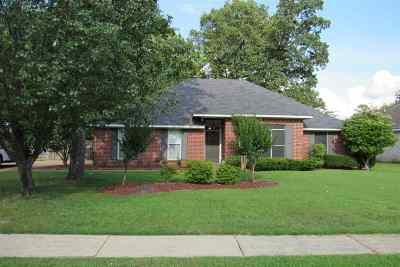Brandon Single Family Home For Sale: 160 Chestnut Dr