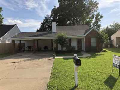 Brandon Single Family Home Contingent/Pending: 3055 Willow Dr