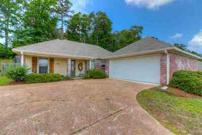 Single Family Home For Sale: 500 Briars Bend