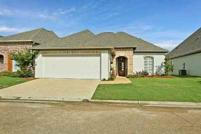 Brandon Single Family Home For Sale: 36 Savannah Cir