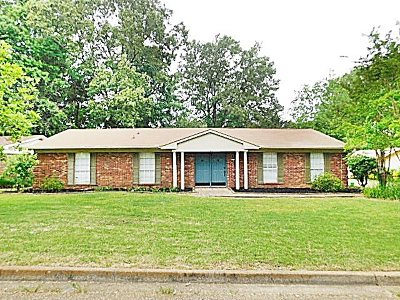 Clinton Single Family Home Contingent/Pending: 1205 Cliffdale Dr