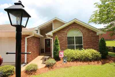 Ridgeland Single Family Home Contingent/Pending: 1046 Highland Cove Pl