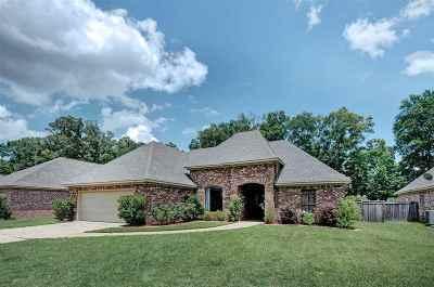 Clinton Single Family Home Contingent/Pending: 141 Oak Meadow Dr