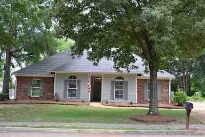 Madison Single Family Home For Sale: 516 Spring Hill Dr
