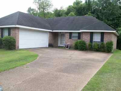 Byram Single Family Home Contingent/Pending: 313 Willow Bay Dr