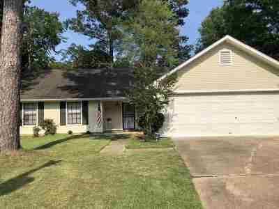 Ridgeland Single Family Home Contingent/Pending: 204 Sarah Cv
