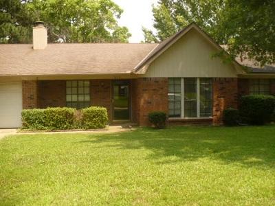 Clinton Single Family Home Contingent/Pending: 213 Casa Urbano Dr