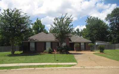Brandon Single Family Home For Sale: 170 Oak Grove Dr