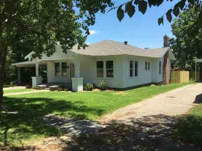Magee Single Family Home Contingent/Pending: 223 NW 1st Ave