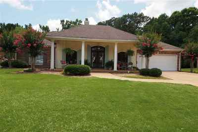 Brandon Single Family Home For Sale: 183 Woodlands Green Dr