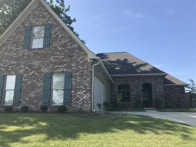 Madison Single Family Home For Sale: 103 Essen Ln