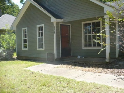 Ridgeland Single Family Home For Sale: 205 N Wheatley St