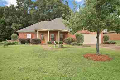 Brandon Single Family Home For Sale: 110 Belle Oak Dr
