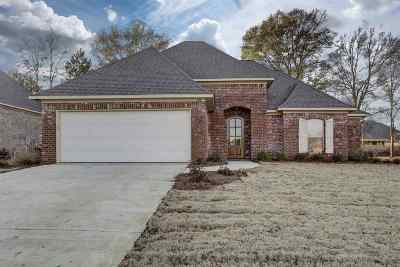 Canton Single Family Home Contingent/Pending: 148 Sweetbriar Cir