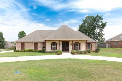 Clinton Single Family Home For Sale: 208 Grand Oak Blvd