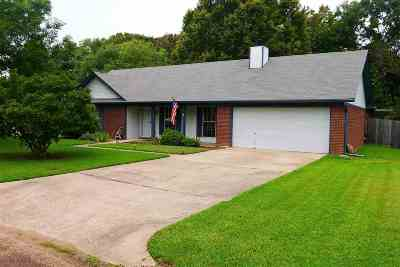 Madison County Single Family Home For Sale: 235 Hawthorne Dr