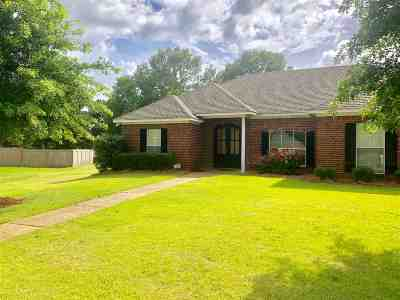 Madison Single Family Home For Sale: 901 Glen Cv