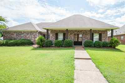 Canton Single Family Home Contingent/Pending: 116 Creekside Dr