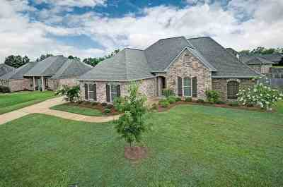 Single Family Home For Sale: 410 Edgewood Crossing