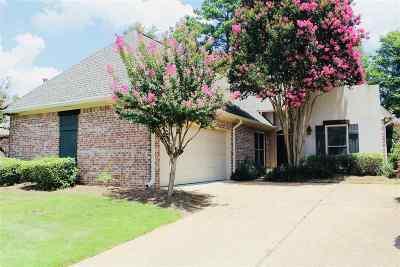 Ridgeland Single Family Home For Sale: 710 Versailles Dr