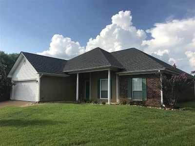 Brandon Single Family Home For Sale: 1309 Pecan Cv
