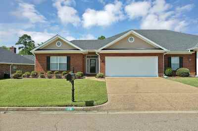 Single Family Home For Sale: 119 Springtree Dr
