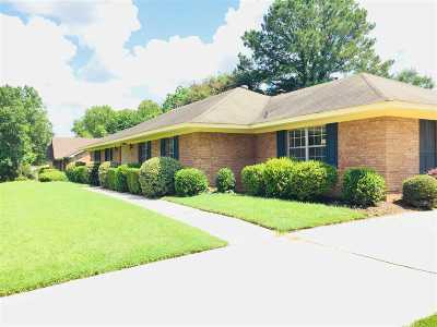 Clinton Single Family Home For Sale: 504 Hathaway Dr