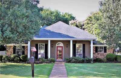 Flowood Single Family Home Contingent/Pending: 24 Hawthorne Hill Cv