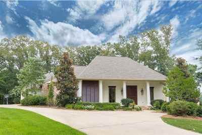 Madison Single Family Home Contingent/Pending: 150 Cedar Woods Cv