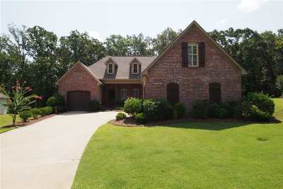 Madison Single Family Home For Sale: 205 Cotton Wood Dr