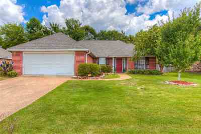 Flowood Single Family Home Contingent/Pending: 712 Prominence Dr