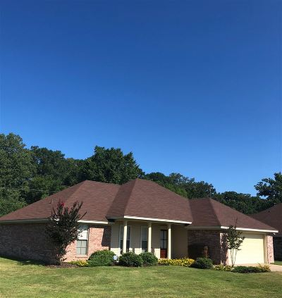 Pearl Single Family Home Contingent/Pending: 599 Oak Park Cir