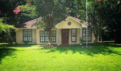 Madison Single Family Home Contingent/Pending: 304 Trace Harbor Rd