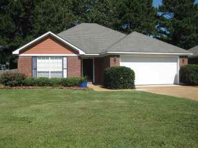 Richland Single Family Home Contingent/Pending: 361 Sundance Cir
