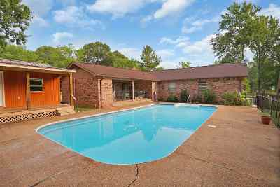 Byram Single Family Home For Sale: 102 Churchill Pl