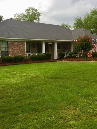 Madison Single Family Home Contingent/Pending: 283 Hawthorne Dr