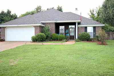 Pearl Single Family Home Contingent/Pending: 631 Post Oak Pl
