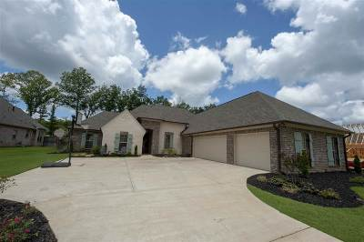 Madison County Single Family Home Contingent/Pending: 241 Grayhawk Dr