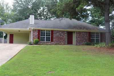 Madison County Single Family Home For Sale: 332 Brookwoods Dr