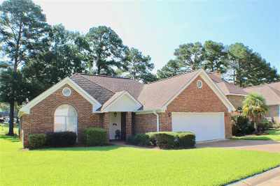 Brandon Single Family Home Contingent/Pending: 3019 E Fairway Dr