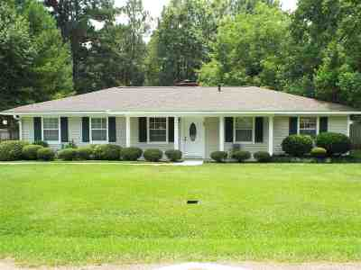Madison County Single Family Home For Sale: 143 Kaye St