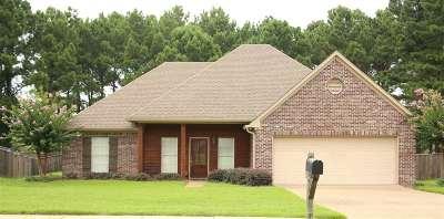 Madison County Single Family Home For Sale: 106 Deer Creek Cv