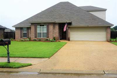 Madison County Single Family Home For Sale: 103 Coles Way