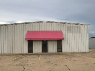 Hinds County Commercial Contingent/Pending: 3746 I-55 South Frontage Rd