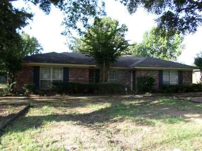 Madison Single Family Home Contingent/Pending: 215 St. Augustine Dr